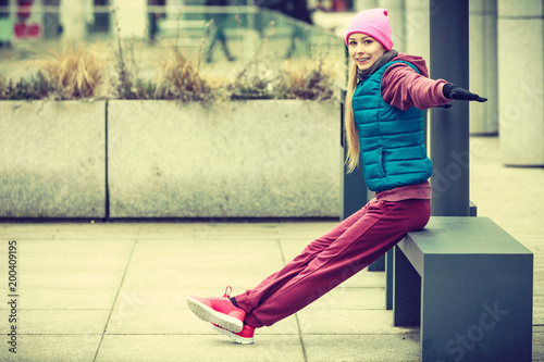 Poster Jogging Woman wearing sportswear exercising outside during autumn