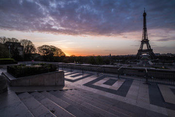 sunrise at the eiffel tower
