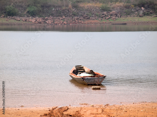 Foto op Plexiglas Schip Empty old wooden boat at the river
