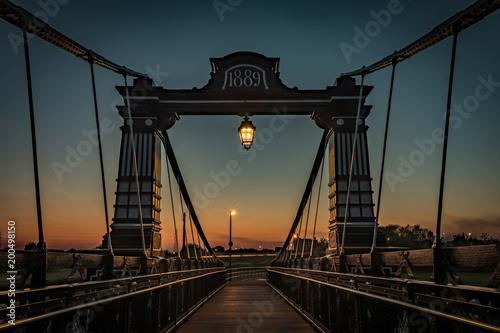 Fotobehang Bruggen Through The Bridge