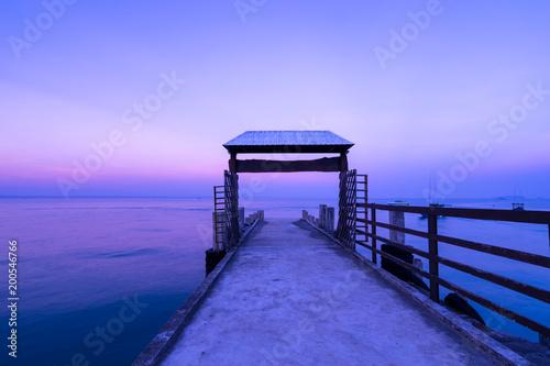 Fotobehang Zee zonsondergang beautiful twilight sunset scenic with ocean dock in the sea