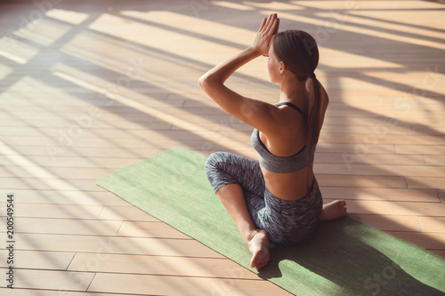 Poster Young woman doing yoga
