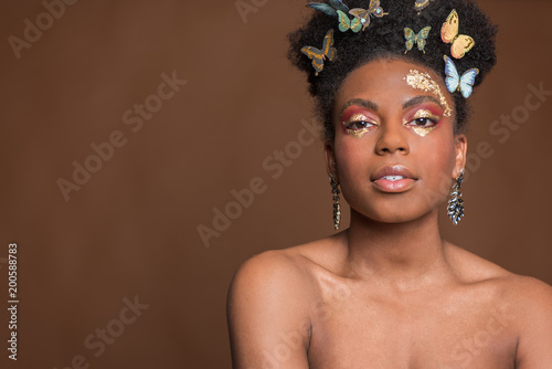 Motyle w African American Woman's Hair