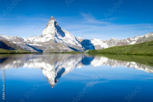 Leinwanddruck Bild Stellisee und Matterhorn in den Schweizer Alpen bei Zermatt