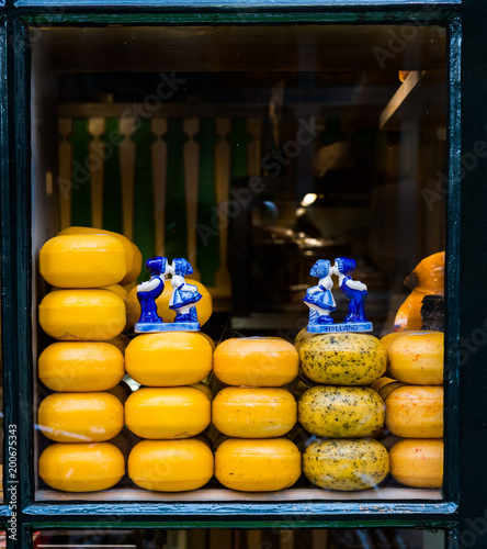 Foto op Aluminium Amsterdam Cheese display in Amsterdam cheese shop