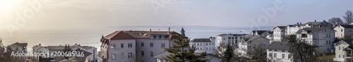 Ein Blick über die Stadt Sassnitz auf der insel Rügen in Mecklenburg-Vorpommern, Deutschland, Europa.
