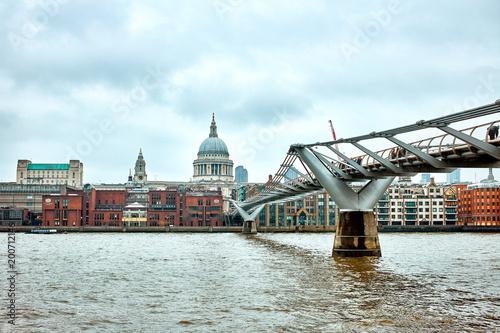 Fotobehang Bruggen London Millennium Bridge