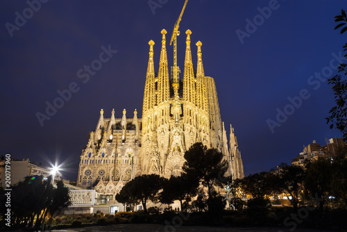 Fotobehang Barcelona View of the Sagrada Familia at night, Barcelona, Catalonia, Spain