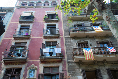 Foto op Aluminium Barcelona Typical house facades in Barcelona, Spain.