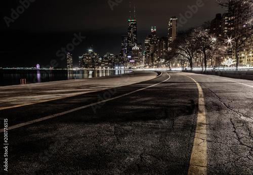Canvas Nacht snelweg The night skyline of Chicago from North Ave Beach
