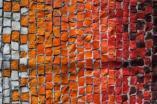 Tekstury tło mozaika wielo- barwioni kamienie na ścianie Kolorowej tekstury tło.