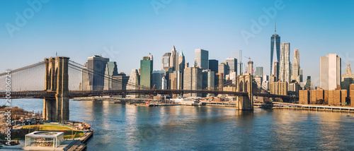 Foto Murales Brooklyn bridge and Manhattan at sunny day, New York City