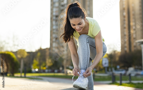 Poster Portrait of woman taking break from jogging