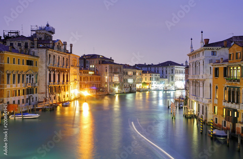 In de dag Venetie Venice from ponte Accademia at night