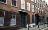 Typisches Haus mit Backsteinfassade in einer Seitenstraße der Brik Lane im Londoner East End