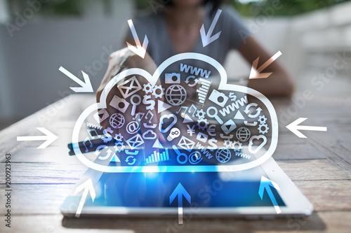 Technologia chmury. Przechowywanie danych. Koncepcja sieci i usług internetowych.