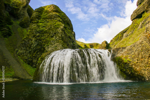 Großartiger wasserfall in Island - 200936757