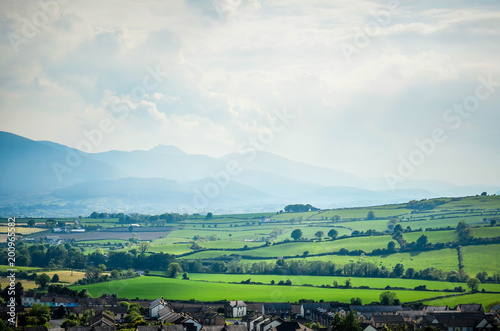 Aluminium Wit Landscape with mountains and green fields