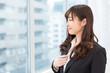 窓と女性 ビジネス