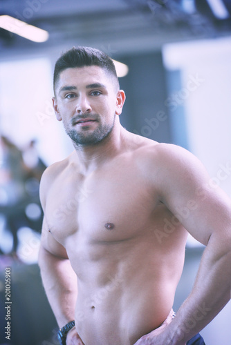 Fotobehang Fitness handsome man exercising at the gym