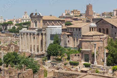 Zadziwiający widok Romański forum i Kapitoliński wzgórze w mieście Rzym, Włochy