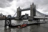 Tower Bridge geöffnet, Tower Bridge, Themse, London, England, Großbritannien, Europa