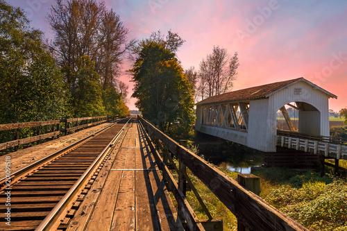 Fotobehang Bruggen Gilkey Covered Bridge over Thomas Creek