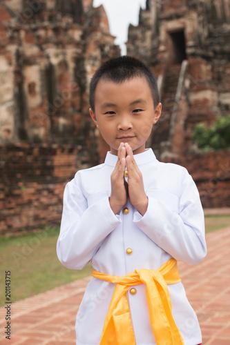 Foto Murales Asian boy wearing thai dress in ancient temple