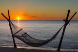 Hängematte am Strand vor dem Sonnenuntergang in Le Morne, Mauritius, Afrika. - 201167711