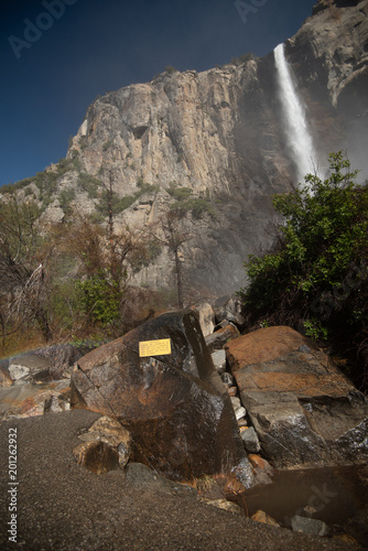 Hiking through Yosemite Valley on a sunny winter blue sky day 2018 - 201262932