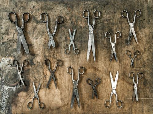 Foto Murales Vintage scissors wooden background Antique objects