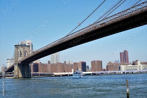 Foto Murales New York City - Brooklyn Bridge in Early Spring