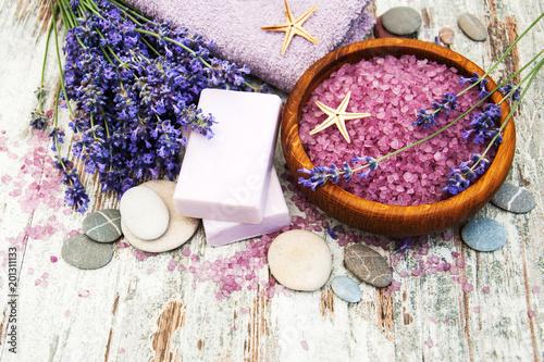 Produkty spa i kwiaty lawendy