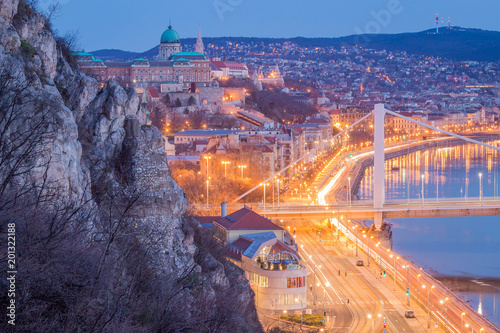 Foto Murales Morning Blue Hour Elisabeth Bridge, Buda Castle - Budapest, Hungary