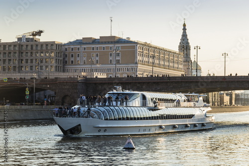 Foto Spatwand Moskou Tourist ship on the Moscow-river. Moscow. Russia.