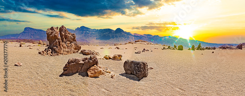 Parque nacional del Teide.Gran Canaria.Puesta de sol en Tenerife. Paisaje volcánico y rocas