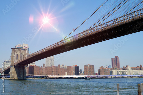 Foto Murales Afternoon Sun Over New York City and the Brooklyn Bridge