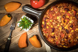 Chili con carne in a clay pan. - 201405358