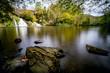 Wasserfälle an einem kleinen See, langzeitbelichtet - 201408194