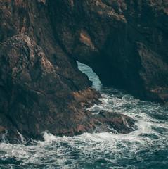 rock and waves © Avidanx