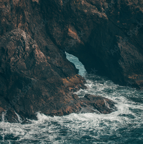 skała i fale
