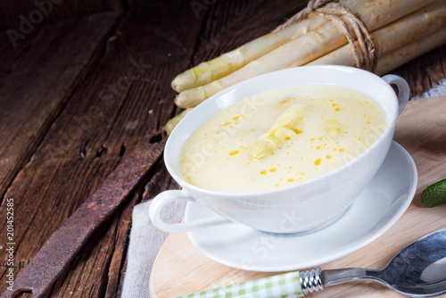 Foto Murales rustic white asparagus cream soup with butter