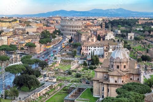 Rzym skyline z Rzymem Koloseum i Forum Romanum, Włochy.