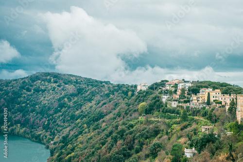 jezioro albano i alban wzgórza w Castel Gandolfo, Rzym przedmieście, Włochy