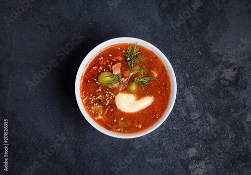 Foto Murales Tomato soup with meat, olives, herbs in white bowl, black bread. Solyanka