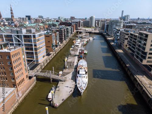 Foto Murales Luftaufnahme des Sandtorhafens in Hamburg