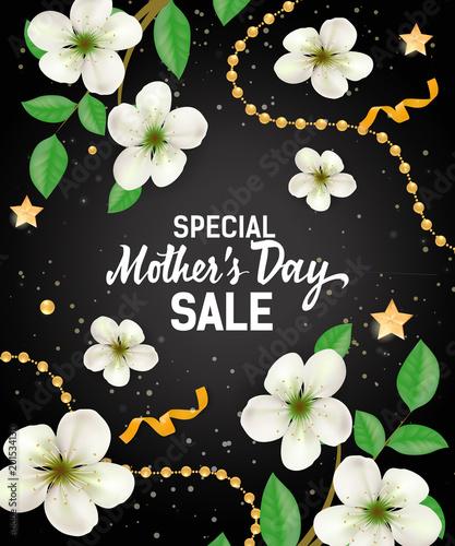 Specjalna liternictwo sprzedaż napis z girlandami i kwiatami. Reklama sprzedaży na Dzień Matki. Odręczne i wpisany tekst, kaligrafii. Do ulotki, zaproszenia, plakatu, kartki pocztowej lub baneru.