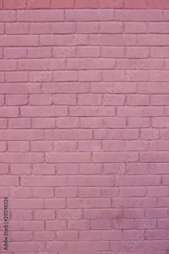 purpurowy-sciana-z-cegiel