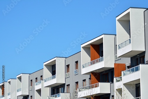 Contemporary residential building exterior in the daylight - 201583530