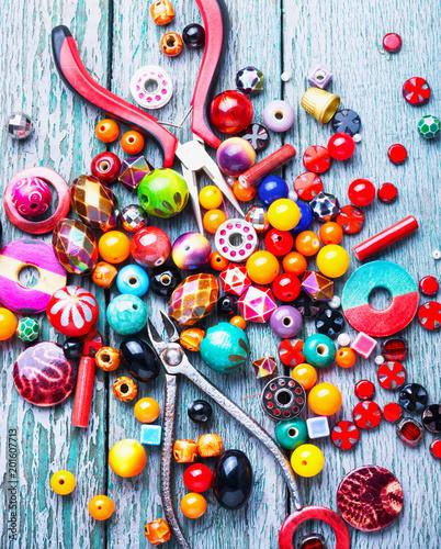 Foto Murales Making jewelry of beads
